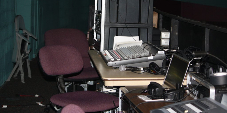 WE WORK WITH SOUND AND LIGHTING EQUIPMENT